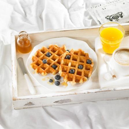 Gofre belga con arándanos y miel