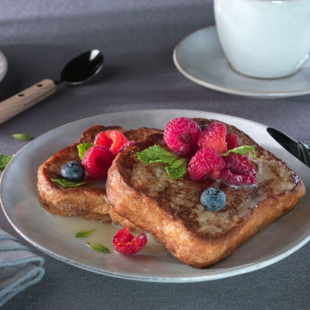 French Toast con chocolate Blanco y frutos Rojos