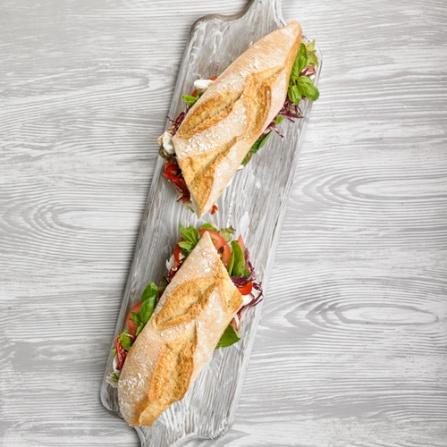 Bocadillo Caprese con pan de espelta
