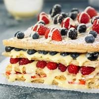 Milhojas de crema y frutos rojos